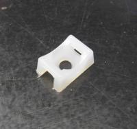 D-03 úchytka plastová nýtovací na stahovací pásku